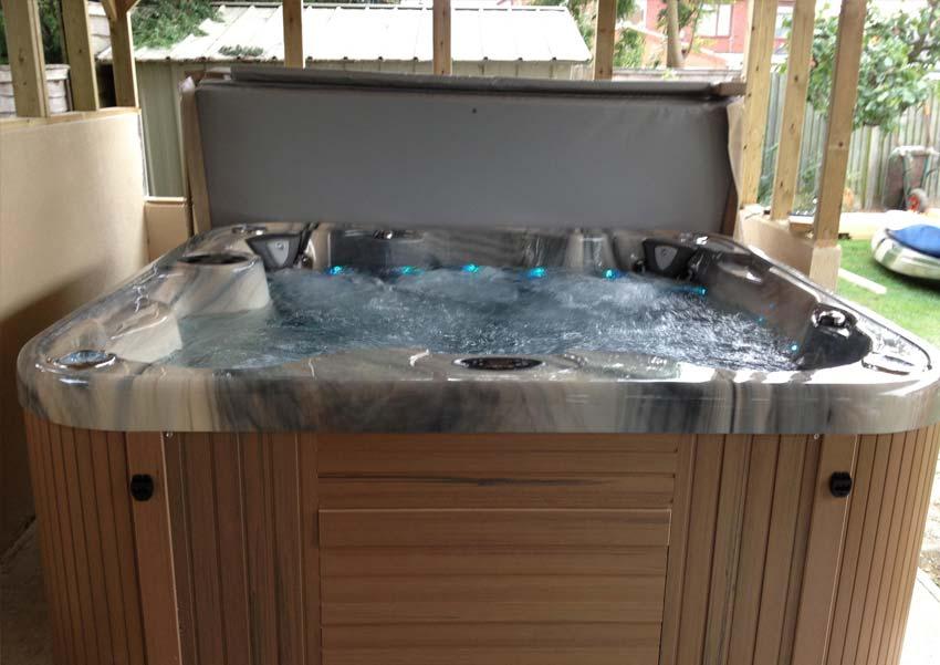 Freedom 7 Person Luxury Hot Tub Coast Spas Award