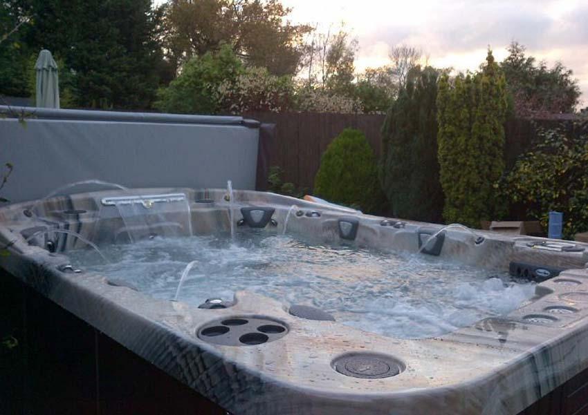 mirage curve 8 person hot tub coast spas award leisure. Black Bedroom Furniture Sets. Home Design Ideas